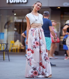 Long skirt printed with floral motifs