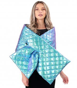 Elegant shawl made of waterproof quilted fabric