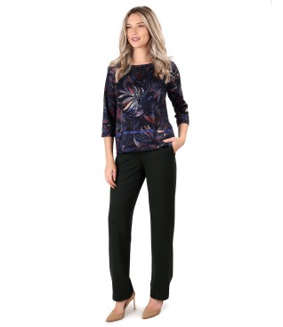 Casual pants made of thick elastic jersey with blouse made of jersey printed with floral motifs