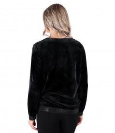 Sweatshirt without hood made of elastic velvet