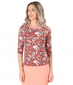 Elastic jersey blouse printed with floral motifs