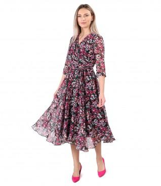 Elegant veil dress printed with floral motifs