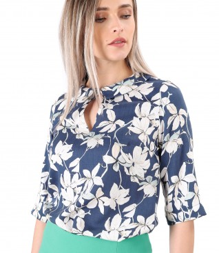Elegant tencel blouse printed with floral motifs