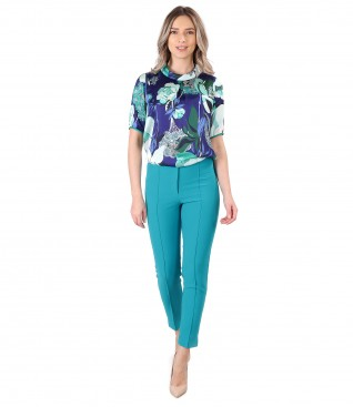 Ankle pants with satin blouse printed with floral motifs