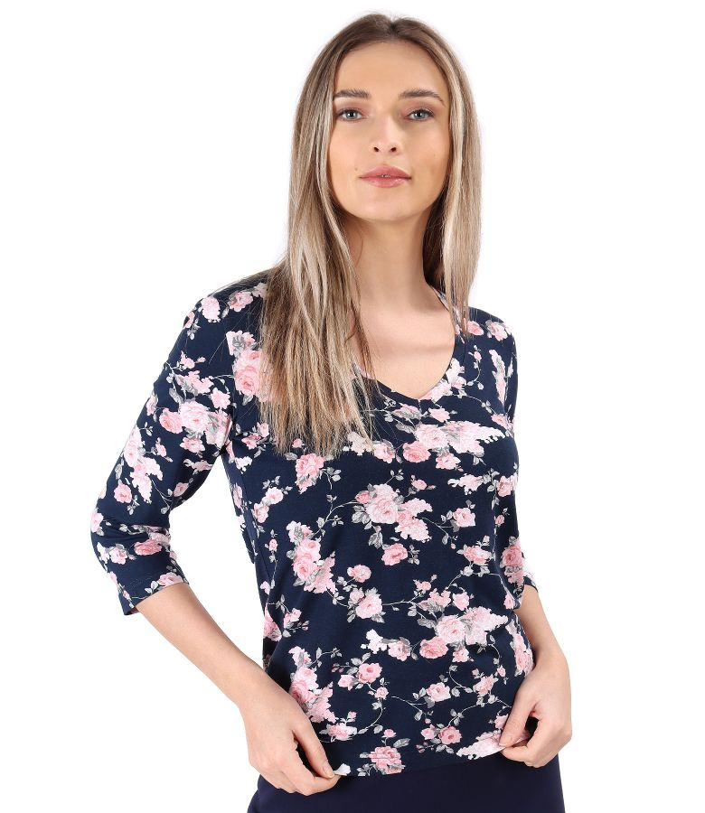 Blouse made of elastic jersey printed with floral motifs