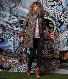 Elegant brocade jacket with metallic thread with denim pants