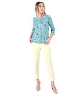Elegant outfit with ankle pants and elastic cotton blouse