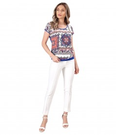 Casual blouse made of printed viscose and ankle pants