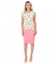 Office outfit with elastic jersey blouse printed with flowers and zippered skirt on the front