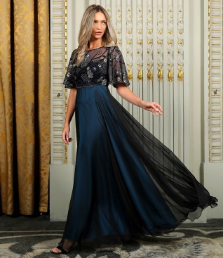 Long dress with bust and wide lace sleeves with sequins