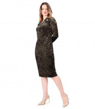 Elastic velvet dress and detachable brooch